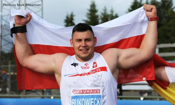 Shot Putters - how strong they can be? Bench-press!!!